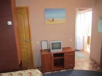 Спальня номера 5 гостевого двора в Евпатории на Московской/угол Киевской
