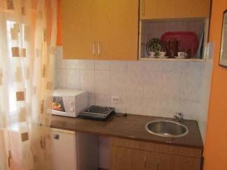 Кухня номера 6 гостевого двора в Евпатории на Московской/угол Киевской